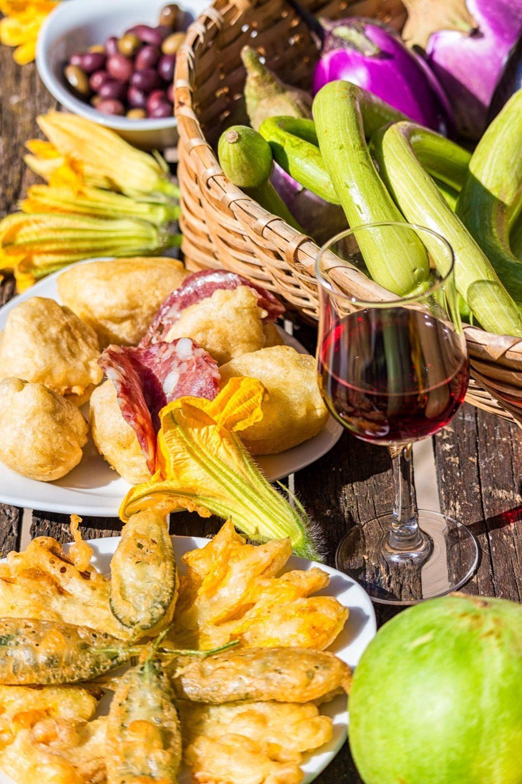 Dettaglio piatti e ortaggi